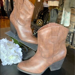 Madden Girl ankle bootie NWOT